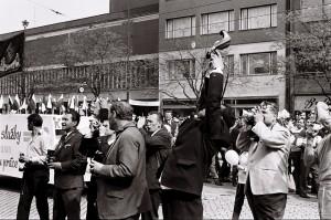 1969 Fotografi na prveho maja pred tribunou ©Foto Peter Prochazka SPP 000035j